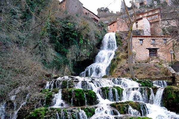 Cascadas más bonitas del norte de Burgos. Orbaneja del Castillo