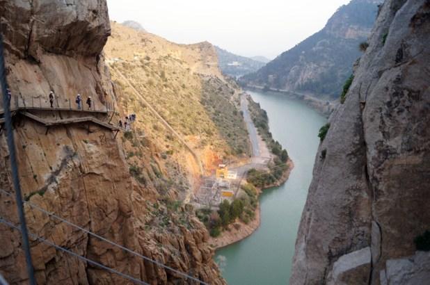 Pasarelas. rutas de senderismo más impresionantes de España