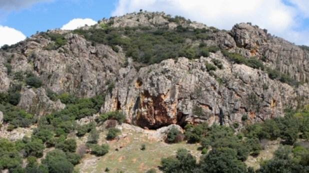 ruta de senderismo, Cueva de los muñecos