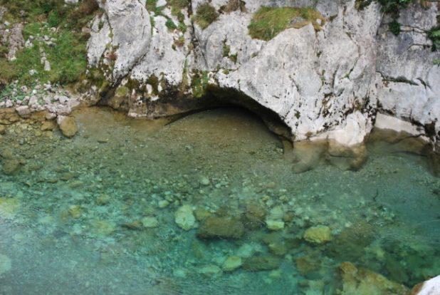 Aguas cristalinas del Río Cares