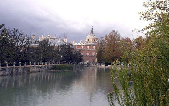 Río Tajo y Palacio de fondo
