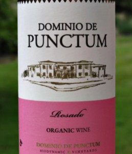 Dominio de Punctum Rosado 2018 lovely blush Rose, dry, fresh, light red fruits and peach flavours. Great aperitif; a light, dry Spanish Rose. Think Summer; think Rosé.