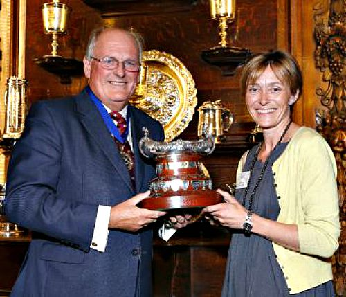 Sussex Wine wins UK Wine of Year Trophy 2015