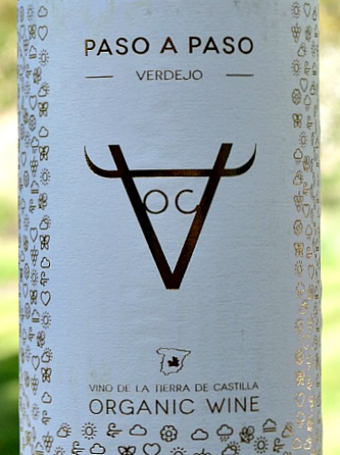 Paso a Paso Verdejo 2017 organic dry white wine. Delicious verdejo with tropical fruit and citrus fruits in perfect balance. Made from hand-picked grapes harvested from 34 year old vines. Made by Rafael Canizares. Good with fish, salads, chicken and great on its own.