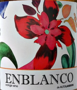 Enblanco de Altolandon 2018 is an intriguing organic wine made traditionally in the orange wine method. It is an ancient way of making wine where white grapes are vinified on their skins. An elegant, rounded white wine made from Garnacha Blanca and Garnacha Gris grapes. Lovely aromas of ripe stone fruits, marmalade hints, and a smooth, palate of apricots and nectarines. Good length. Must try wine. Also known as amber wine.