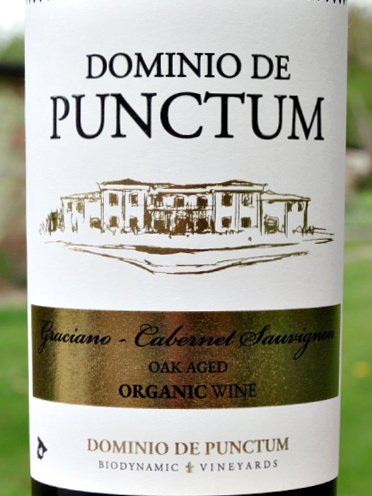 Dominio de Punctum Graciano/Cabernet Sauvignon Roble 2019 organic & biodynamic. A delciously different, refined, full-bodied red with blackcurrant, cherry fruits and almond hints. Leather and vanilla aromas. A complex, fantastic stylish Red. Great structure and length. Fantastic value under £10.