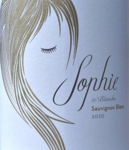 Sophie te'Blanche Sauvignon Blanc 2020 from award-winning Iona Estate is a smooth, fresh Sauvignon. Subtle tropical fruits, gooseberry and a touch of lime, very well balanced.