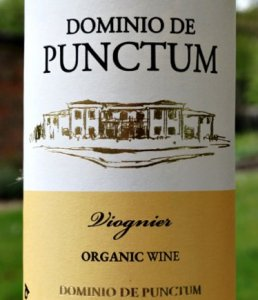 Dominio de Punctum Viognier 2020 organic & biodynamic, attractive aromas of peach and aprictos with nutty hints. The palate has wow factor with full peach, nectarine fruits with light citrus finish. This is a refreshing yet slightly rounded flavours. Versatile, dry white wine with bags of flavours at a bargain price of £8.50.