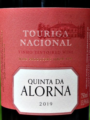 Quinta da Alorna Touriga Nacional 2019 is a superb, elegant red from Tejo, Portugal. Raspberry, Blackberry and Cherry fruits with deliciously rich and savoury layered aromas and flavours. Well balanced, fresh and long. 6 months in American Oak. This is stunning value, polished red, capturing the essence of Portugal.