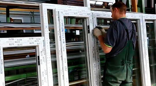 تولید پنجره های پلاستیکی در گاراژ