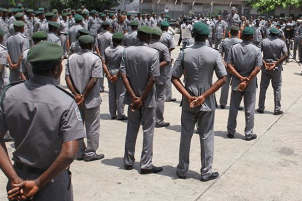Customs abandons armoured vehicles as smugglers kill officers in Ogun, Lagos - Businessday NG