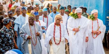 Epe Monarch honours foreign investors in Alaro City - Businessday NG