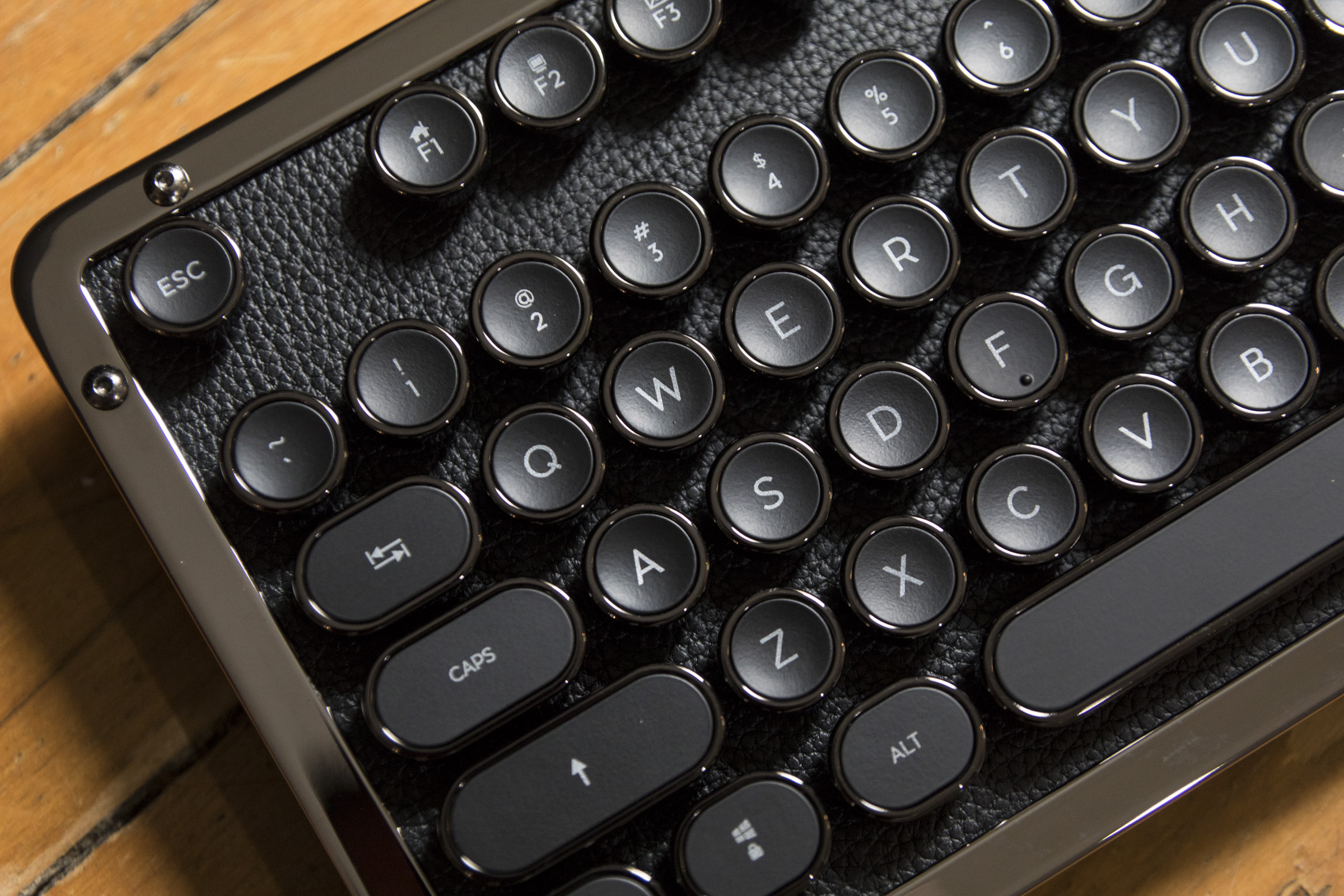 1518209330 736 the retro classic azio bluetooth keyboard inspired by the typewriter is a luxury treat - The retro-classic Azio Bluetooth keyboard inspired by the typewriter is a luxury treat