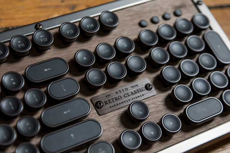 azio retro classic bt 8 - The retro-classic Azio Bluetooth keyboard inspired by the typewriter is a luxury treat