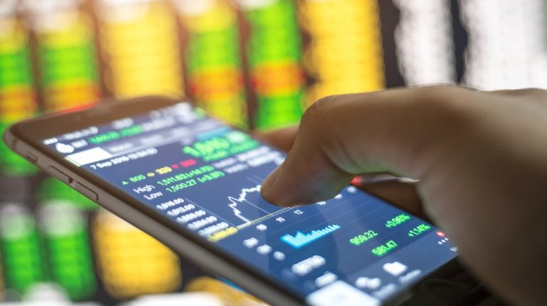 Online Trading - Apply these 4 techniques to keep your small business relevant in the mobile economy