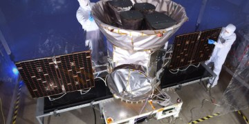 tess with techs 4000 - Watch SpaceX launch NASA's new research satellite on the planet