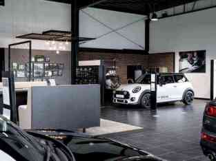 Car showroom for sale in Dubai