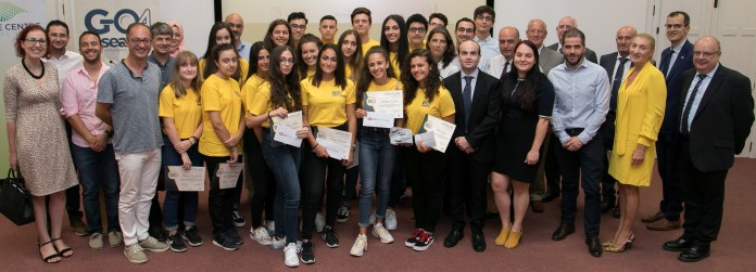 Students participating in the Go4Research, together with researchers from the Faculty of Science, Pro-Rectors Prof. Ing. Saviour Zammit, and Prof. Joseph M Cacciottolo, U.S. Chargé d'Affaires Mr Mark A. Schapiro, DLAP Director Mr Gaetano Bugeja, Assistant Director of DLAP Ms Desiree Scicluna Bugeja, Faculty of Science Dean Prof. Charles Sammut and HSBC Malta representative Mr Anton A. Gatt. (source: University of Malta media department)
