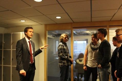Apulaisrehtori Johan Sparrman esitteli koulua.
