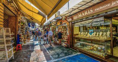 Η αύξηση του τουρισμού περιόρισε το έλλειμμα της Ελλάδας