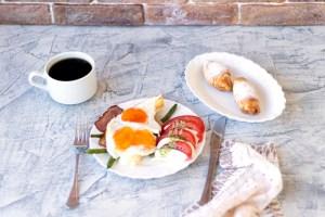 Egg Caprese Breakfast Cups
