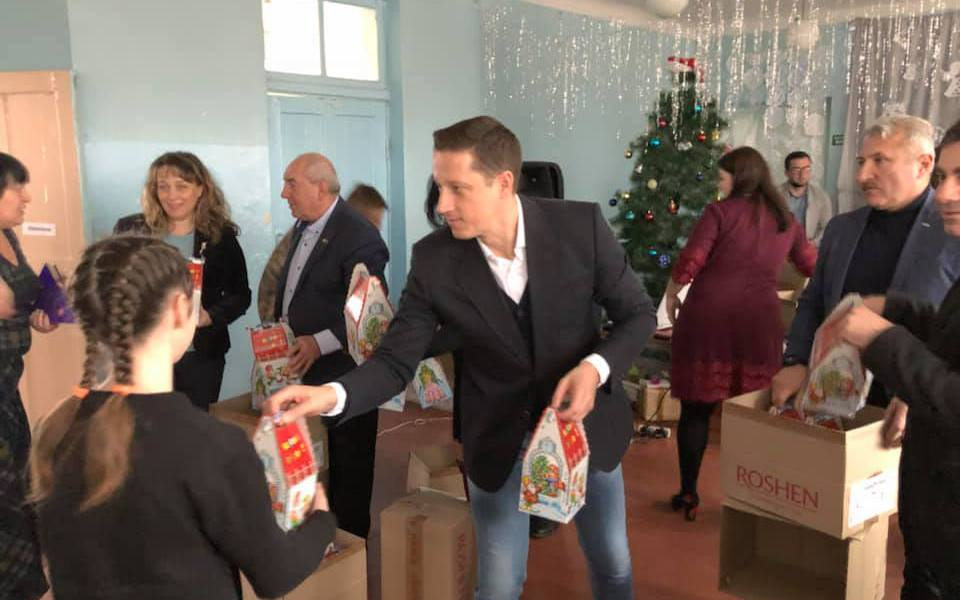 Zoltán Horváth привіз різдвяні подарунки дітям у Волноваху