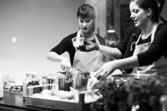 Die Köche in Aktion - Fotos: Gina Gorny [More Magenta Please]