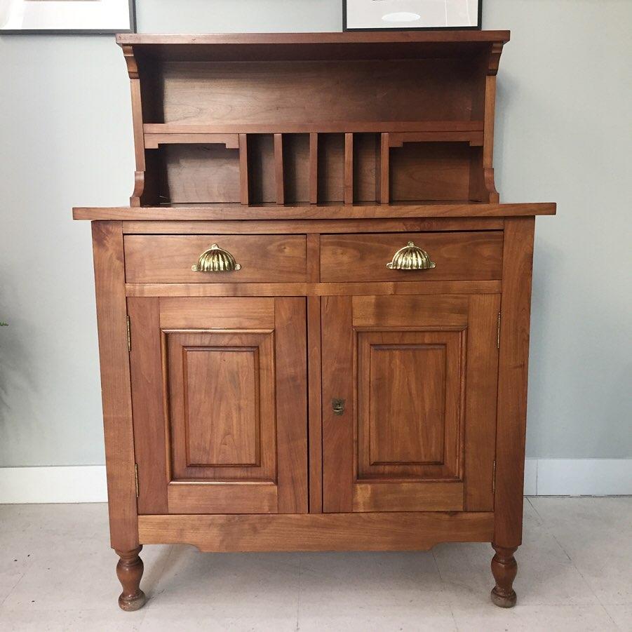 Previo a la Restauración de un mueble escritorio de cerezo