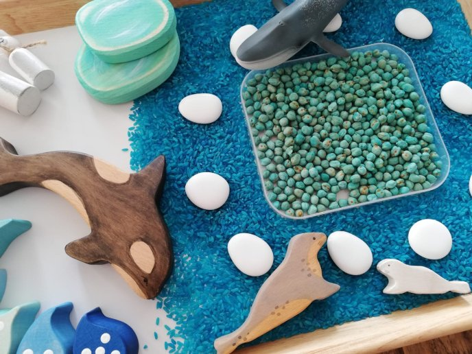 winter wonderland, riceplay, sensory play, creative play, waldorf inspired, wooden toys, learning through play, invitation to play, loose partswinter wonderland, riceplay, sensory play, creative play, waldorf inspired, wooden toys, learning through play, invitation to play, loose parts