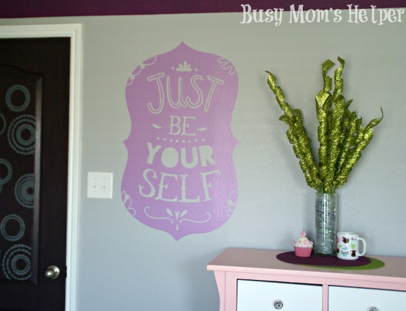 Easy Decorating with Wallternatives / by Busy Mom's Helper #Wallternatives #ApartmentDecor #DormDecor #HomeDecor