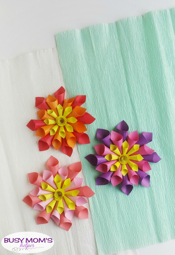 DIY Paper Flowers Perfect for Spring / make this colorful Dahlia flowers from paper for a fun spring craft #paperflower #flowers #craft #spring