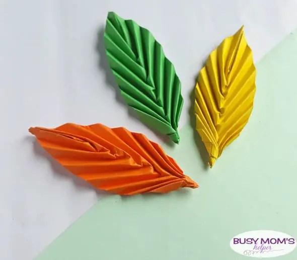 DIY Paper Leaf Kid Craft #papercraft #kids #kidcraft #crafts #diy #leaf #leaves #papercrafting #funactivities #kidactivities