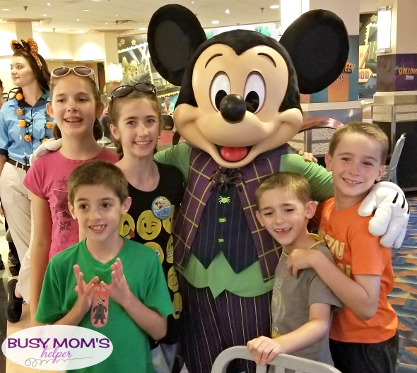 Tips & Tricks for Meeting Characters at Walt Disney World #characters #themepark #waltdisneyworld #disneyworld #familytravel #photography #familyfun