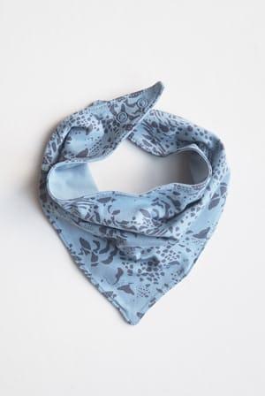 SVANTE-scarf-print-blue