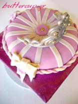 tiara pillow cake-4wtr