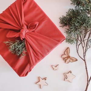 Eco Friendly Gift Wrap in Red linen