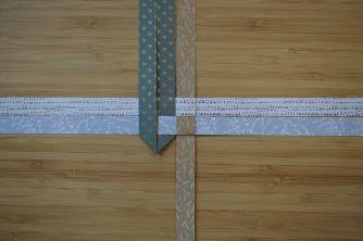 Schritt 10: Dann denselben Streifen nach oben falten.