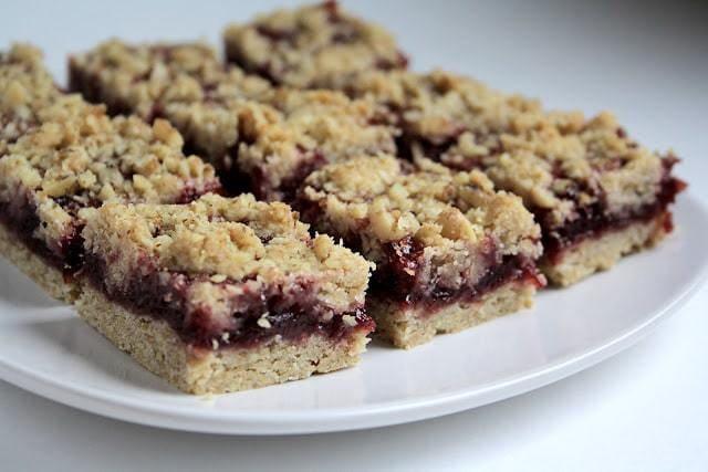Healthified Berry Oatmeal Bars healthy snacks treats dessert
