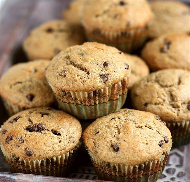 BANANA CHOCOLATE CHIP MUFFINS {Made with Coconut Oil!}: Butter with a Side of Bread