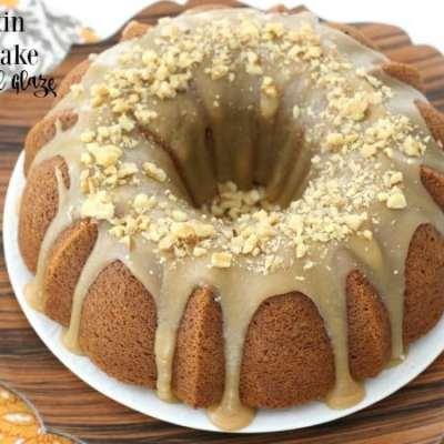 PUMPKIN BUNDT CAKE WITH CARAMEL GLAZE