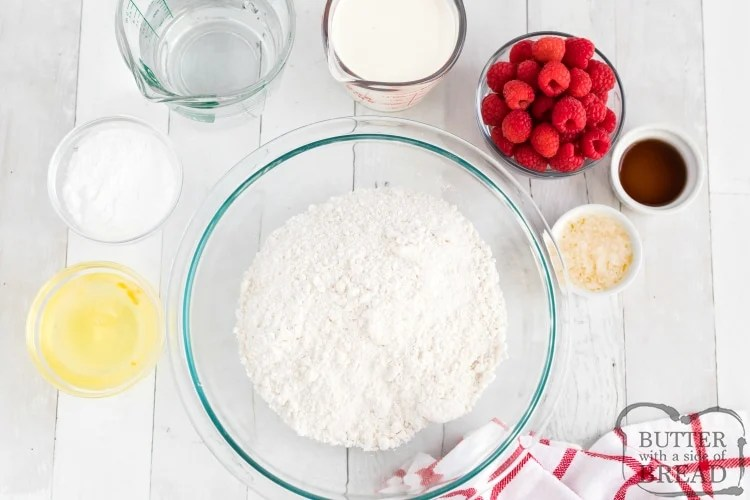 Ingredients in mini shortcakes