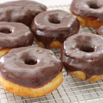 EASY 15-MINUTE CHOCOLATE GLAZED DONUTS