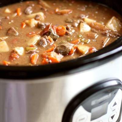 BEST TENDER & FLAVORFUL SLOW COOKER BEEF STEW