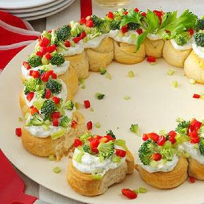20 FESTIVE HOLIDAY VEGETABLE TRAYS & PLATTERS: Butter With A Side of Bread