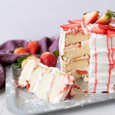 strawberries and cream cake, final shot