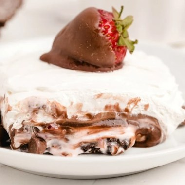 No-Bake Chocolate Strawberry Dessert Lasagna