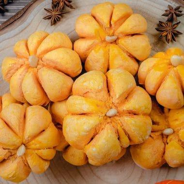 How to make pumpkin shaped dinner rolls