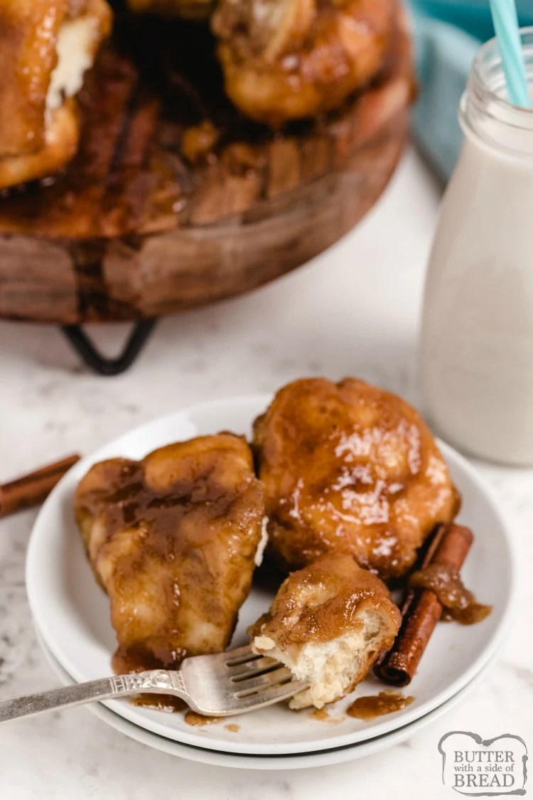 Cinnamon monkey bread with cream cheese filling