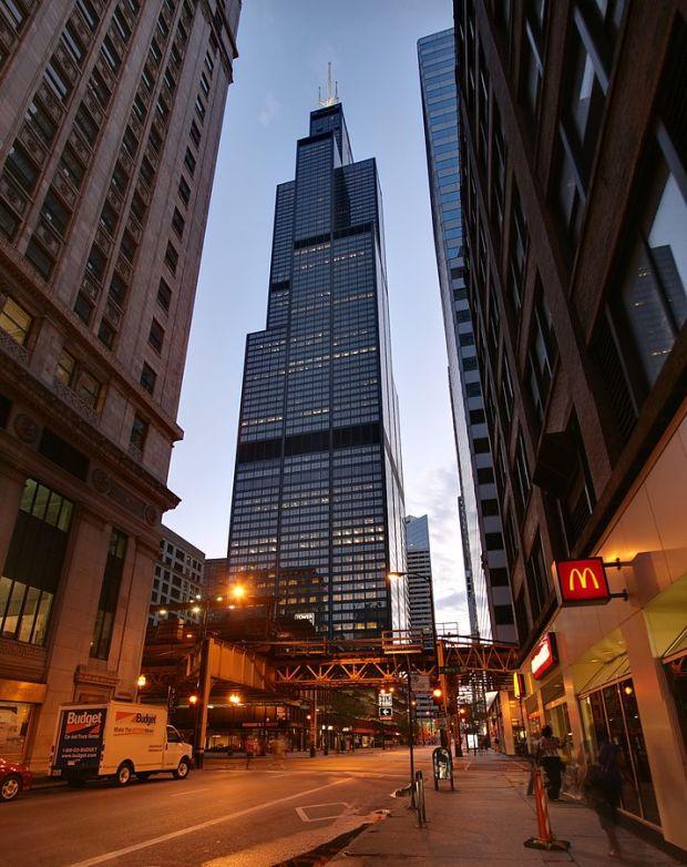 Sears Tower image by I, Daniel Schwen, CC BY-SA 3.0, via Wikipedia.