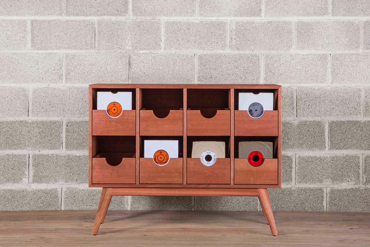 https://i1.wp.com/buttonupfurniture.com/wp-content/uploads/2018/07/button-up-furniture-maria-mira-photo-1-wall-f-Recuperado.jpg?fit=1280%2C853&ssl=1